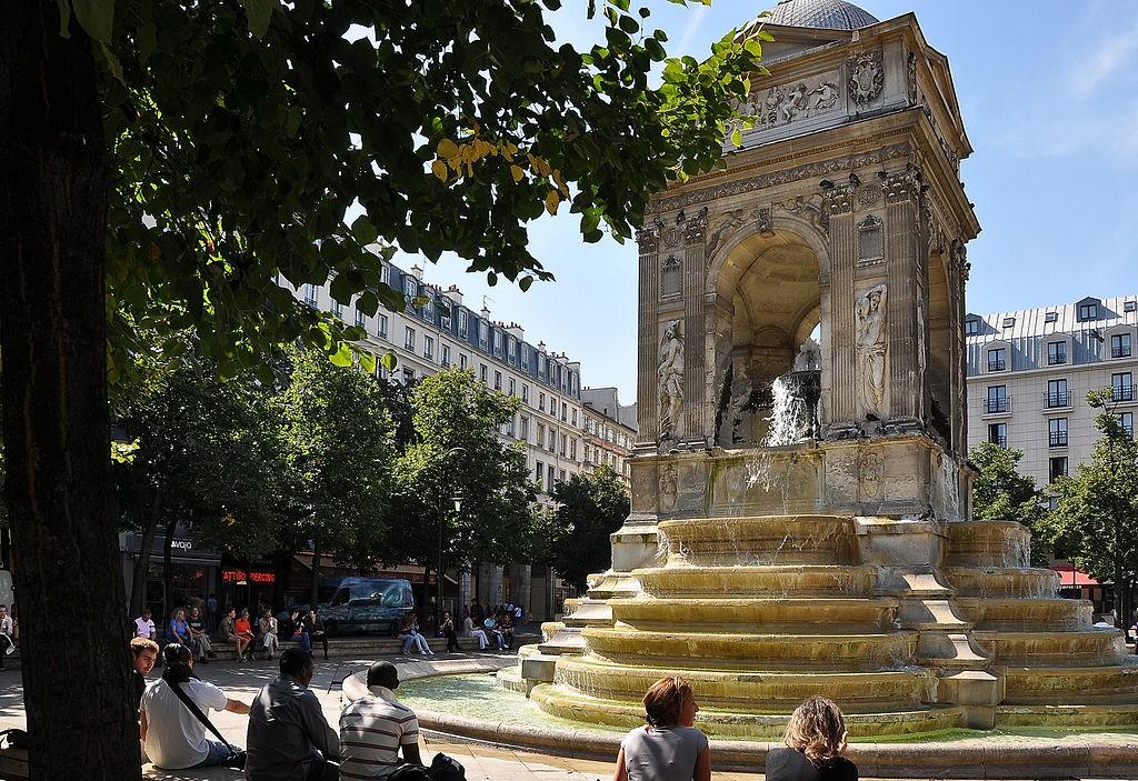 1024px-Fontaine_des_Innocents,_Paris_1st_001
