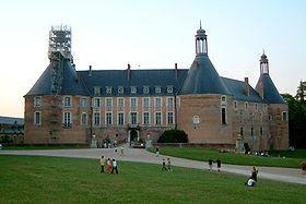 280px-Chateau_de_Saint_Fargeau